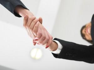 Cómo atraer clientes con regalos promocionales