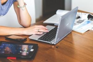 ventajas-de-comprar-articulos-promocionales-por-internet